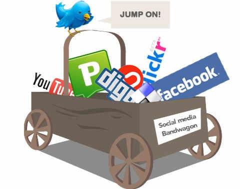 Социальные медиа ВКонтакте, Facebook