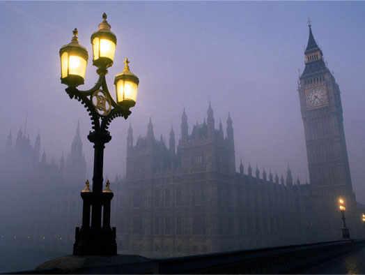 туманный Лондон в районе Биг Бен