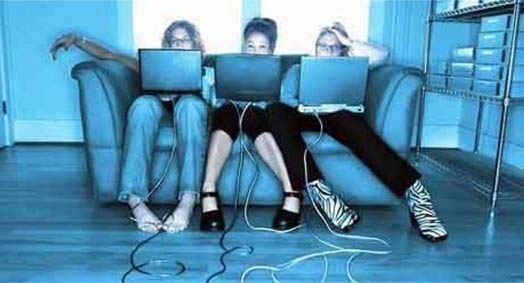 молодежь живет в социальных сетях