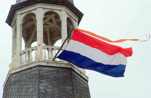 флаг Голандии на башне